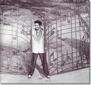 1957_graceland_gates_2_453